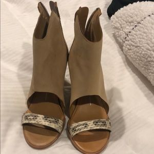 Shoes - Super cute platform sandal